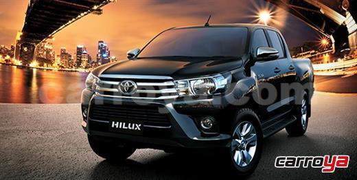 Toyota Hilux Doble Cabina 4x4 diésel 3.0 2017