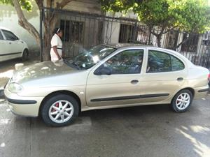 Renault Megane 1.4 Mecánico Aire 2003