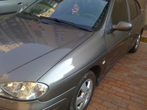 Renault Megane 1.4 Mecánico Aire 2006