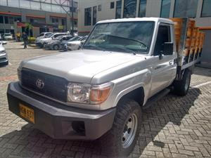 Toyota Land Cruiser  4.5 Estacas 2014