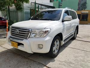 Toyota Land Cruiser 200 Imperial Gasolina 2013