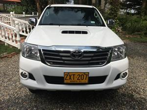 Toyota Hilux Doble Cabina 4x4 diesel SRV Automatico 2014